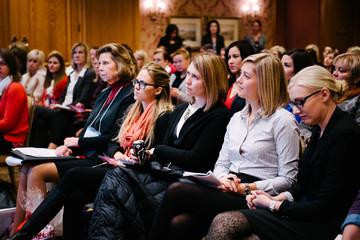 Để thành công, phụ nữ nên sinh con vào giai đoạn nào trong sự nghiệp?