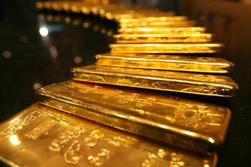 Giá vàng giảm mạnh do nỗi lo chiến tranh thương mại được xoa dịu
