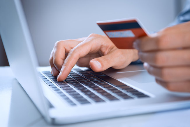 Đằng sau chiến lược miễn toàn bộ phí của Techcombank