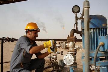 Giá dầu tiếp tục giảm mạnh do đồng USD tăng