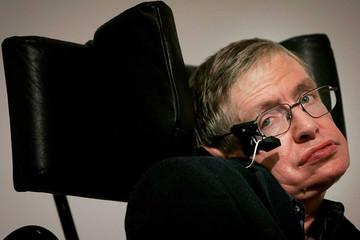 Giáo sư Stephen Hawking qua đời ở tuổi 76