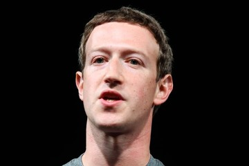 Khủng hoảng Facebook: Cổ đông kiện, Zuckerberg mất gần 8 tỷ USD