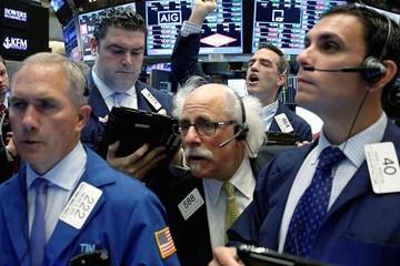 Dow Jones giảm 345 điểm do chịu áp lực từ cổ phiếu nhóm công nghệ