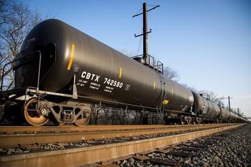 Giá dầu tăng trở lại do số lượng giàn khoan Mỹ giảm