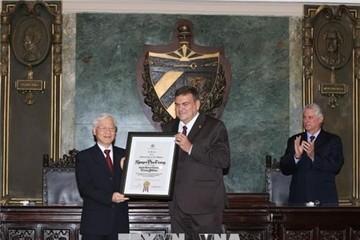 Tổng Bí thư Nguyễn Phú Trọng nhận Bằng Tiến sĩ Danh dự tại Cuba