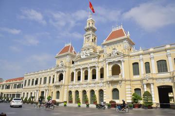 Kiện toàn nhân sự Hà Nội, TPHCM và 12 địa phương