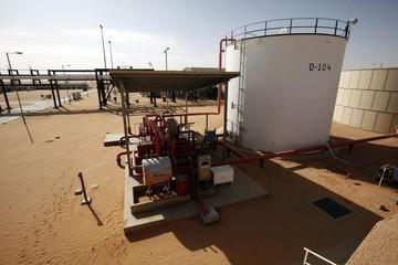 Giá dầu thô tăng do căng thẳng Mỹ- Trung hạ nhiệt