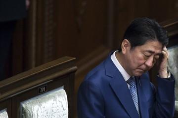 Thủ tướng Nhật xin lỗi về bê bối thứ 2 trong tháng