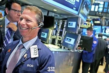 Dow Jones vọt hơn 400 điểm khi nhà đầu tư bớt lo về căng thẳng thương mại