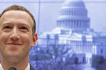 Ngồi trả lời chất vấn, Mark Zuckerberg vẫn kiếm 3 tỷ USD trong 2 ngày