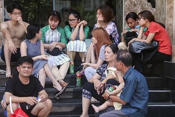 Hàng trăm người tháo chạy khỏi chung cư 26 tầng bốc cháy