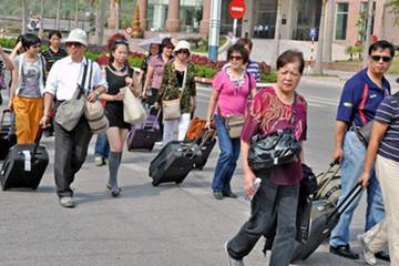 Du khách Trung Quốc và Hàn Quốc nườm nượp đến Việt Nam