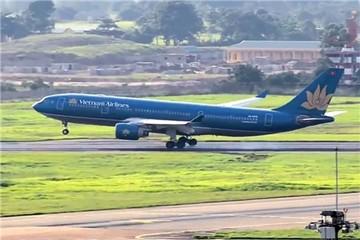 Máy bay VietnamAirlines hạ cánh nhầm đường băng, đình chỉ cả tổ lái