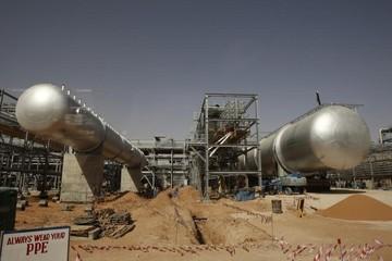 Giá dầu đầu tuần tăng trung bình gần 1% do căng thẳng ở Iran