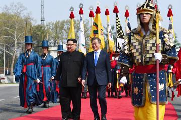 [Chùm ảnh] Cuộc gặp lịch sử của lãnh đạo Triều Tiên - Hàn Quốc