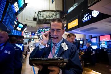 Apple sắp thành công ty 1.000 tỷ USD, chứng khoán Mỹ đồng loạt tăng điểm