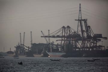 Myanmar lo nặng nợ Trung Quốc vì hai dự án 10 tỉ USD