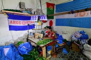 Cơn sốt World Cup khiến người may cờ Bangladesh mất ăn mất ngủ