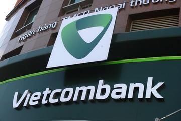 Fitch nâng xếp hạng tín nhiệm 3 'ông lớn' ngân hàng Việt Nam lên BB-