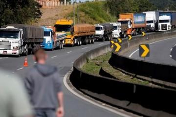 Tài xế đình công, chính phủ Brazil phải giảm giá dầu diesel