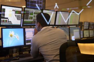 Tại sao các thị trường mới nổi gần đây bất ngờ đi xuống?