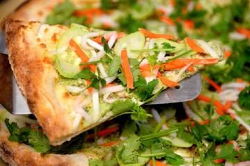 Cửa hàng Hàn Quốc làm pizza lấy cảm hứng từ bánh mỳ Việt Nam
