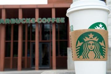 Starbucks dùng cách nào để đào tạo nhân viên về nạn phân biệt chủng tộc