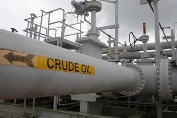 Chênh lệch giá dầu thô Brent, WTI cao nhất ba năm