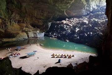 Đừng chờ xếp hàng đi Sơn Đoòng, hãy khám phá Hang Én, hang động lớn thứ ba thế giới tại Quảng Bình