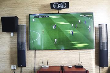 Dân chơi tự lắp màn hình 4K khổ lớn xem bóng đá