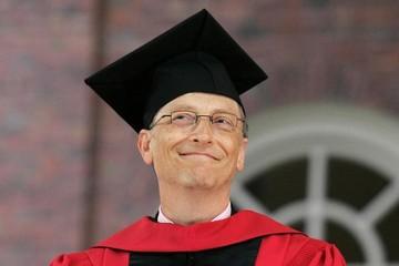 Bill Gates tặng sách cho toàn bộ cử nhân Mỹ 2018