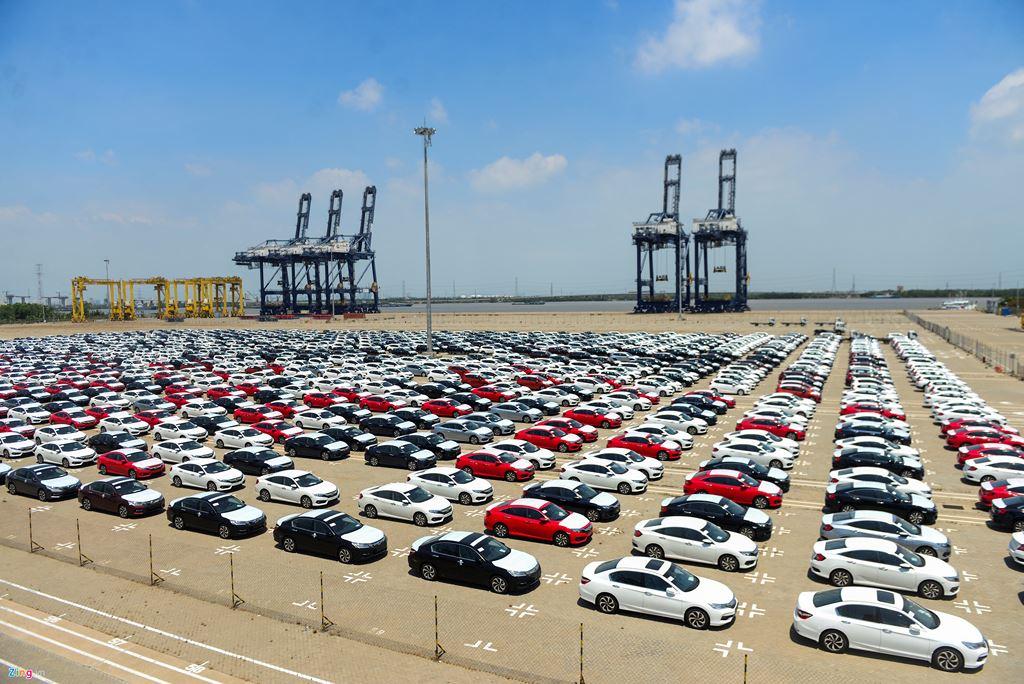 VAMA: Xe nhập khẩu giảm 46% kéo doanh số toàn thị trường giảm 6%