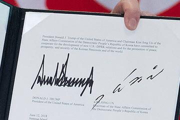 Chữ ký của Kim Jong-un được ví với 'tên lửa bay'