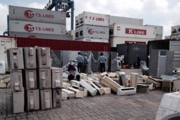 Ùn tắc cảng vì... hàng nhập khẩu phế liệu