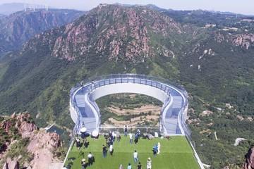 Skywalk bằng kính dài nhất thế giới ở Trung Quốc