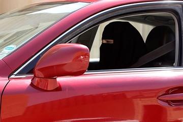 Saudi Arabia bỏ lệnh cấm phụ nữ lái xe