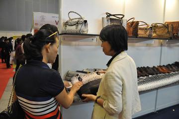Người Mỹ, Nhật, Hà Lan chi 780 triệu USD mua túi, ô dù... từ Việt Nam