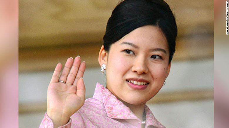 Công chúa Nhật Bản theo chân chị lấy thường dân