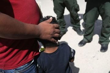 17 bang Mỹ kiện chính sách chia cắt gia đình ở biên giới của ông Trump