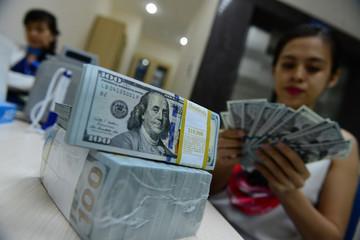 UOB ngừng buôn ngoại tệ, giá USD ngân hàng vọt lên 22.990 đồng
