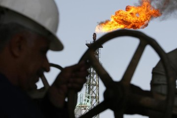 Dự trữ tại Mỹ giảm, giá dầu đạt đỉnh kể từ tháng 11/2014