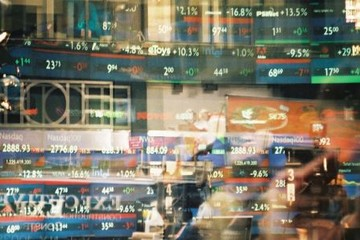 Chứng khoán toàn cầu vừa có đợt rút vốn mạnh nhất 10 năm