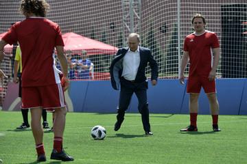 Putin đá bóng trên Quảng trường Đỏ