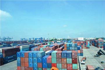 Hàng ngàn container phế liệu 'ma' nằm chồng chất ở cảng