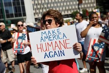Hàng trăm nghìn người biểu tình phản đối chính sách nhập cư của Trump