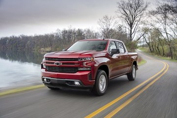 Chevrolet Silverado 2019 giá từ 29.800 USD, cạnh tranh Ford F150