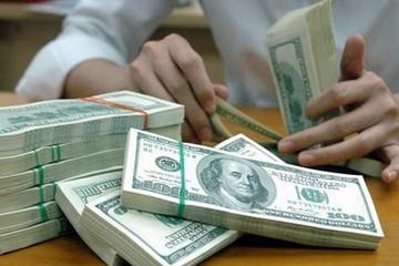 Tỷ giá trung tâm hạ nhiệt, USD tự do bán ra lên 23.110 đồng