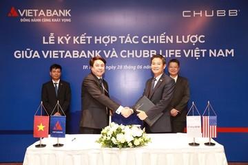 VietABank ký hợp đồng phân phối bảo hiểm 10 năm với Chubb Life Việt Nam
