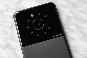 Điện thoại với cụm camera 9 ống kính ở mặt sau