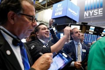 S&P 500, Dow Jones tăng mạnh nhất một tháng nhờ cổ phiếu ngân hàng